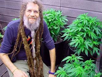 Мужчина и марихуана